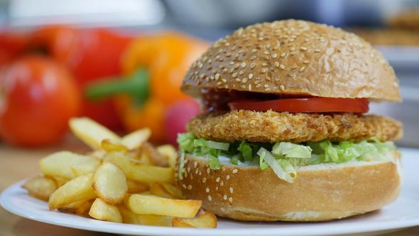 Future Meat's alternative chicken burger. Photo: PR