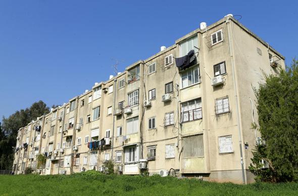 מבנה מגורי בבני אפרים 219 תל אביב המיועד ל פינוי בינוי, צילום: עמית שעל
