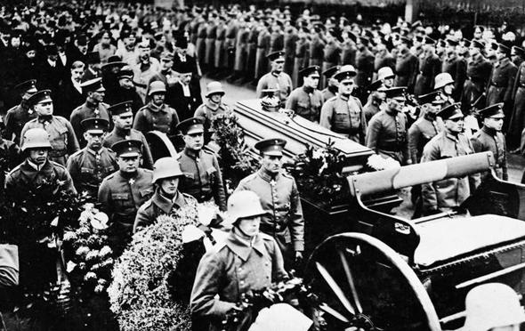 הלוויה השנייה של מנפרד בברלין