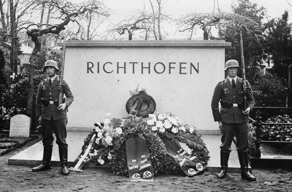 קיר הזיכרון של מנפרד בברלין, בימי מלחמת העולם השנייה