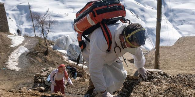 ותודה למדע: תמונות מתחסנים נגד קורונה מרחבי העולם
