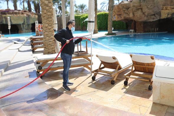 ההכנות בחודש שעבר לפתיחה מחודשת של מלון רויאל ביץ
