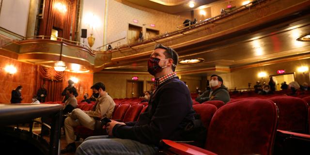 הראשון בברודוויי מפרוץ הקורונה: תיאטרון סנט ג'יימס נפתח לקהל