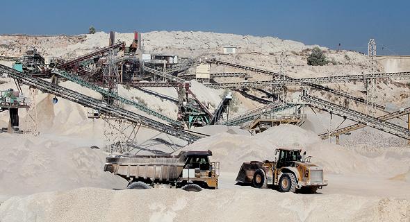מחצבת מודיעים סמוך לשוהם. המדינה נערכת למחסור צפוי בחומרי בנייה וסלילה