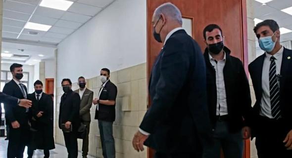 ראש הממשלה בנימין נתניהו יוצא מאולם , צילום: אורן בן חקון