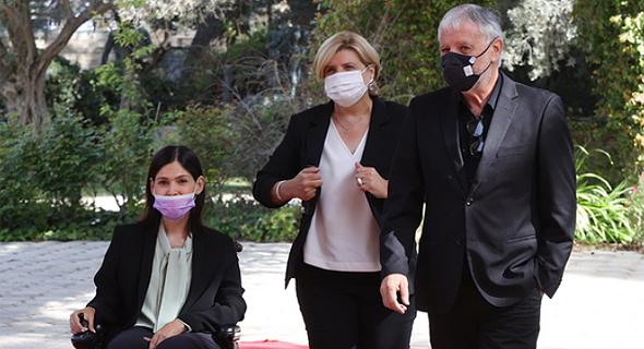 נציגי יש עתיד מגיעים לבית הנשיא, צילום: עמית שאבי