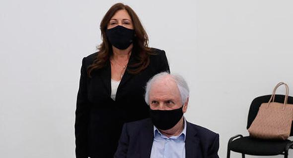 שאול ואיריס אלוביץ' בבית המשפט