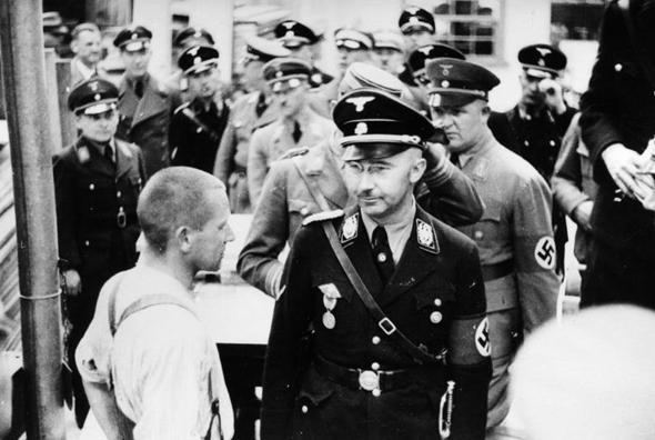 ראש האס-אס, היינריך הימלר, מבקר במחנה דכאו