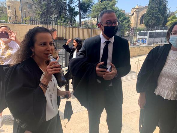 הסניגור בועז בן צור והתובעת יהודית תירוש, בשבוע שעבר בבית המשפט