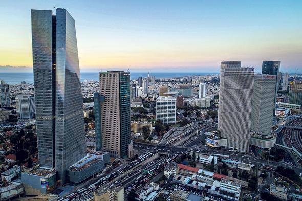מגדלי משרדים בתל אביב. אחרי שנה בבית המנהלים רוצים לחזור למודל הישן