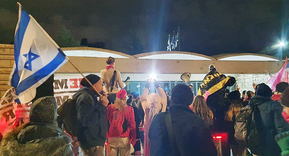 מפגינים נוספים מול בית הנשיא בירושלים, הערב