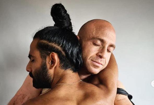 """משמאל: איציק סעידיאן לוחם צה""""ל שסובל מפוסט-טראומה והצית את עצמו עם זיו שילון"""