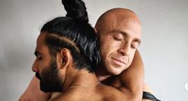 איציק סעידיאן  משמאל עם הפצוע זיו שילון, צילום: עידו איז'ק