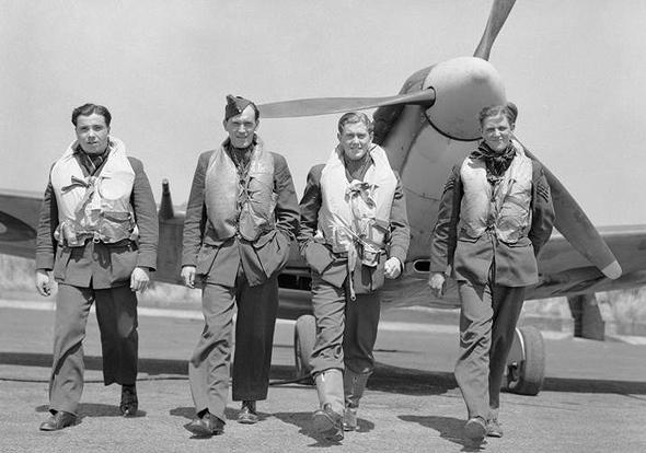 טייסים בריטיים בפעולה