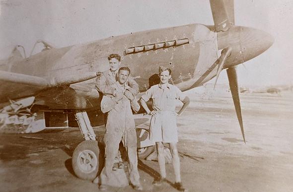 אנשי טייסת 208 במצרים