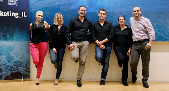 מנהלי קהילת השיווק 'מנהלי שיווק מצייצים' – מימין לשמאל: לירן פורמן, איילת שורץ, טל ספיבק, אמיר שניידר, קרן נהיר, הילה פלד