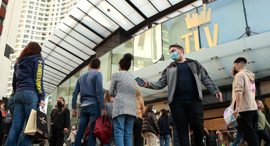 הכניסה לקניון TLV בתל אביב. פתיחת המשק החזירה עובדים למשרה מלאה, צילום: עמית שעל