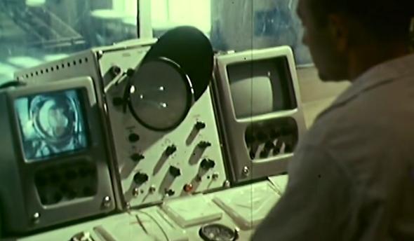 הבקרה הקרקעית של המשימה, שמנטרת את החללית והקוסמונאוט