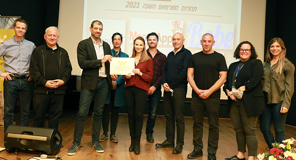 The prize was awarded to Ariel Almos, CEO of the product's developer, Eyeclick. Photo: Ranaan Cohen