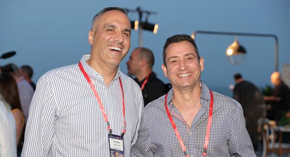 מימין אבי ויזמן מסבוריט ורונן יוכפז, מנהל פיתוח בנק הפועלים , צילום: אוראל כהן