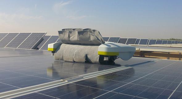 מוצר רובוטי של אקופיה לפאנלים סולאריים