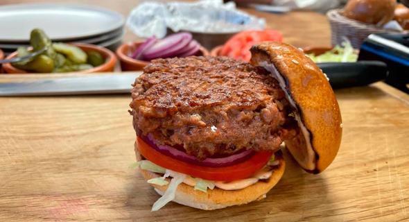 A SavorEat burger. Photo: James Spiro/CTech