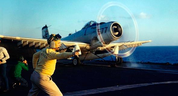 סקייריידר ממריא למשימה ב-1965 מנושאת המטוסים מידוויי , צילום: USN