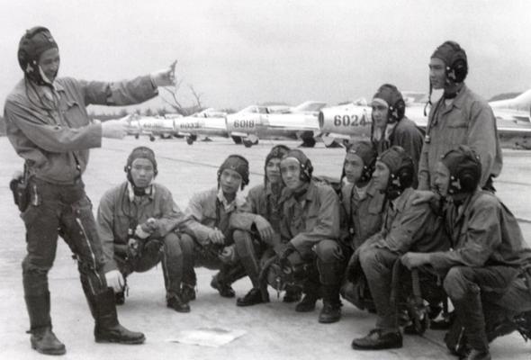 טייסי צפון וייטנאם. מי היה הקולונל המפורסם?