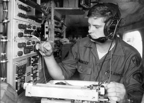 חייל אמריקאי בעמדת האזנה. האם נעשתה שם טעות?