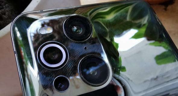 ארבעה חיישנים, שניים ראשיים, אחד לצילומי זום והרביעי מיקרוסקופ עם טבעת אור מסביב לעדשה, צילום: רפאל קאהאן
