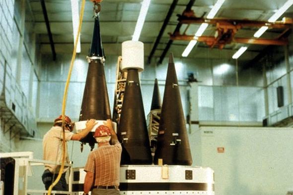 ראשי נפץ גרעיניים מתפצלים (MIRV) מותקנים בחרטומו של טיל בליסטי