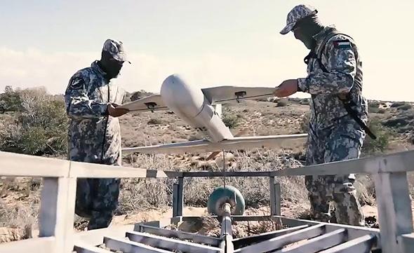 מחבלי חמאס מכינים שיהאב לשיגור, צילום: מתוך סרטון חמאס