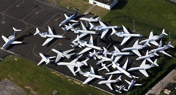 לא רק מטוסי נוסעים: גם מטוסי מנהלים וכלים פרטיים אחרים הם לבנים ברובם