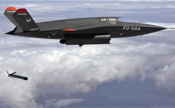 """כטב""""מ קרבי XQ58 משחרר כטב""""מ אחר; כן, עתיד התעופה הקרבית יהיה מאוד רובוטי"""