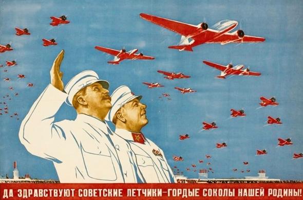 """כרזה של חיל האוויר האדום: """"יחי הטייסים הסובייטים, העופות הדורסים הגאים של אמא רוסיה"""". , צילום: rbth"""
