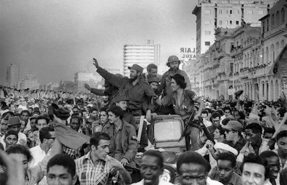פידל קסטרו וסגניו בצעדת ניצחון בהוואנה הבירה, צילום:  Wikimedia