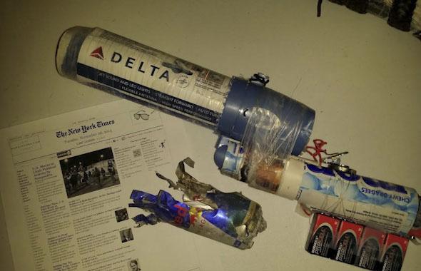 """רובה שנשען על כימיקלים ורכיבים שנמצאים במוצרי הדיוטי פרי באירופה ובארה""""ב, נכון ל-2013, צילום:  billstclair"""