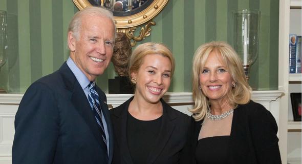 Sarah Bard (center) alongside U.S. President Joe Biden and his wife Jill Biden. Photo: The White House