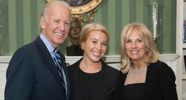 Sarah Bard (center). Photo: The White House