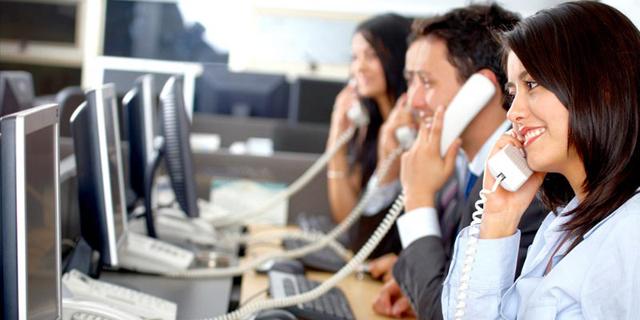 טלפנים מוקד טלפוני תמיכה טכנית מענה שירות לקוחות, צילום: shutterstock