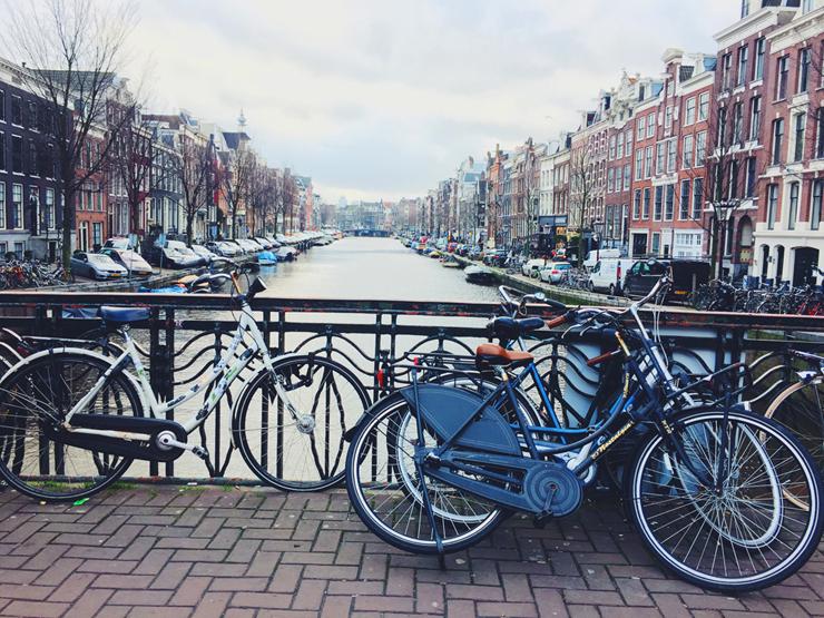 אמסטרדם הולנד אופניים קיץ Airbnb