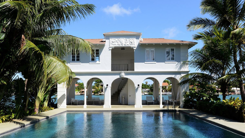 בניין לשימור: אחוזת אל קפונה במיאמי נמכרה ב-15.5 מיליון דולר, וניצלה מהריסה