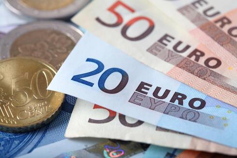 היורו בשפל של חצי שנה מול השקל, הדולר יורד ל-3.25 שקלים