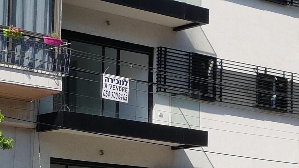 בכמה נמכרה דירת 3 חדרים בשכונת הטייסים בתל אביב?