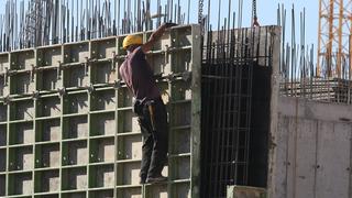 פועל בניין, צילום: שאול גולן