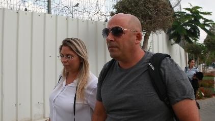 איתי שטרום בכניסתו לכלא מעשיהו, צילום: אביגיל עוזי