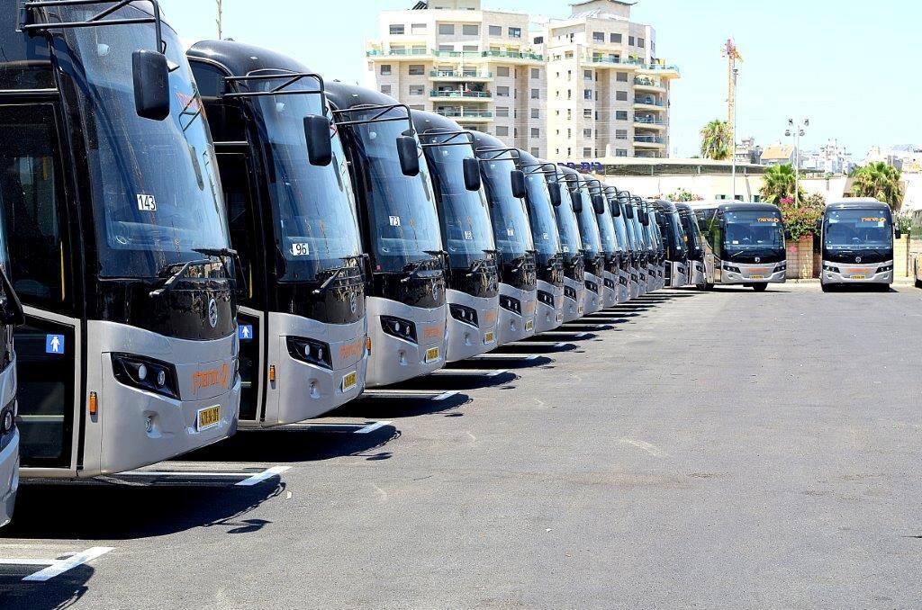 אוטובוסים של חברת מטרופולין תוצרת גולדן דרגון סין סינית הראשונים ש מונעים באמצעות גז