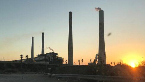 """חברת החשמל עתרה לבג""""ץ נגד רשות החשמל: דורשת להכיר בהשקעותיה בהפחתת פליטות"""