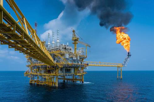 אסדת קידוח נפט, צילום: שאטרסטוק