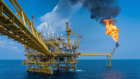דאו ג'ונס ננעל בשיא; הנפט ברצף העלייה השבועית הארוך בהיסטוריה